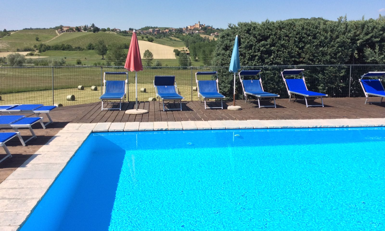 piscina_collina_res